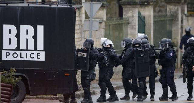 فرنسا قد تسقط الجنسية عن المتورطين في الإرهاب