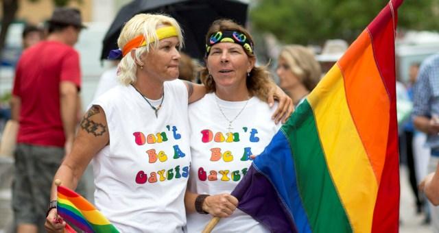ولاية فلوريدا تشرع بدورها زواج المثليين