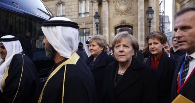 ميريكل تشارك في مسيرة للمسلمين ببرلين