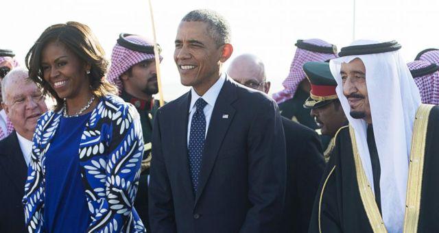 زوجة أوباما تخلق الجدل في السعودية بسبب غطاء الرأس