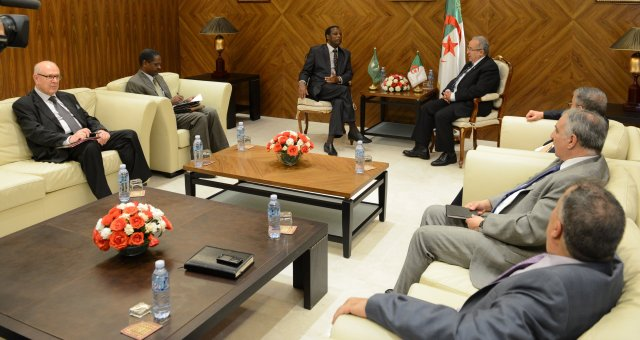 الأزمة الليبية في أجندة زيارة رئيس النيجر إلى الجزائر