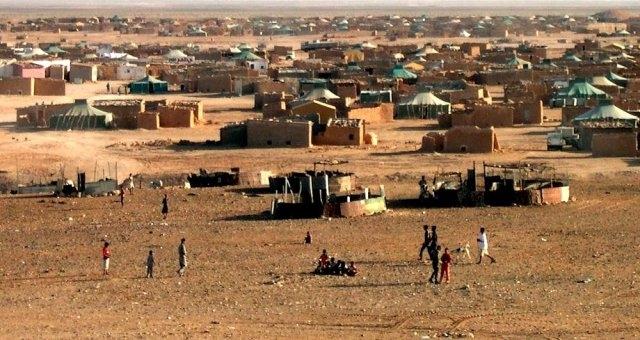 """ناشط صحراوي يدعو """"البوليساريو"""" للكف عن المتاجرة بمعاناة المحتجزين"""