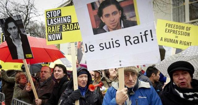 فائزون بجائزة نوبل يدعون لإطلاق سراح مدون سعودي