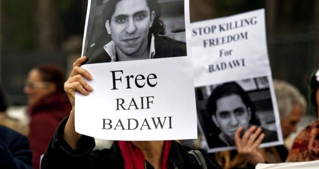 السعودية تستمر في جلد رائف بدوي رغم الانتقادات