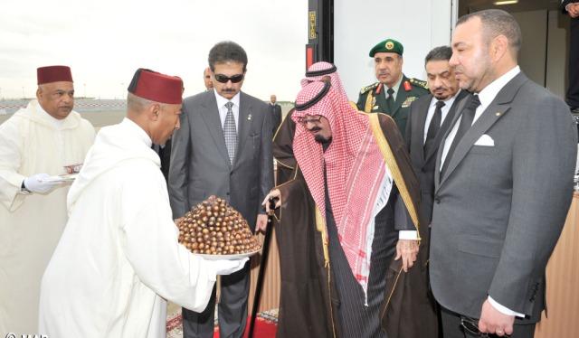 العاهل المغربي يطمئن على صحة خادم الحرمين الشريفين