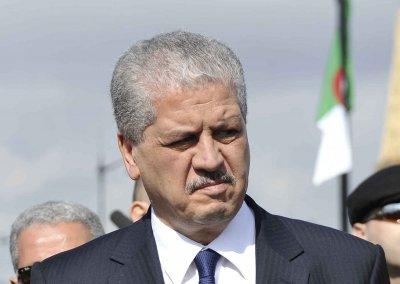 الوزير الأول الجزائري يقر أن بوجود أزمة حقيقية