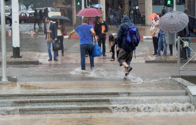 تساقطات مطرية غزيرة مصحوبة بعواصف رعدية في المغرب