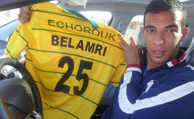 الرجاء البيضاوي يعتزم التعاقد مع مدافع جزائري