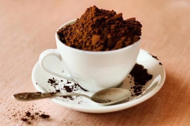 تعرفي على الفوائد الجمالية المذهلة لتفل القهوة