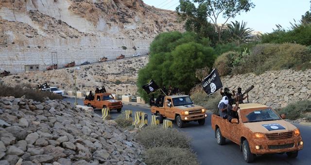 الأمن الجزائر يفكك خلية ترسل المجندين إلى ليبيا وسوريا