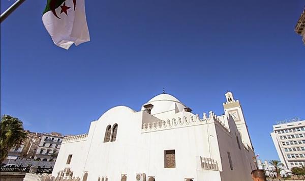 خطبة جمعة موحدة عبر 48 ولاية بالجزائر للرد على
