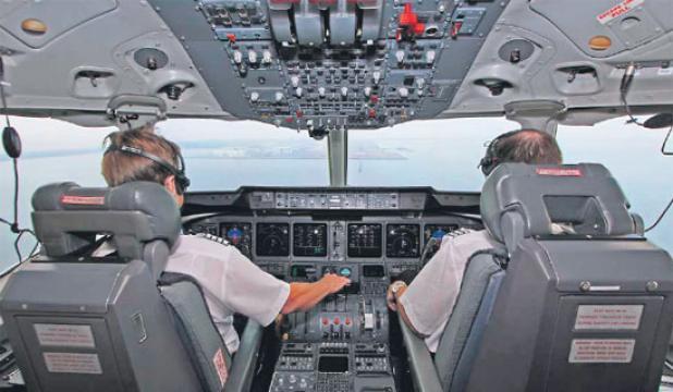 مساعدو الطيارين بالجوية الجزائرية يدخلون في إضراب دون إشعار