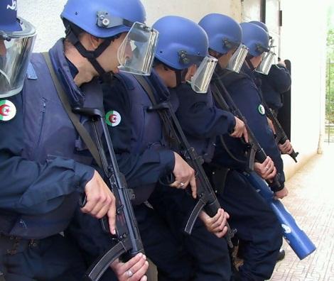 قوات الأمن تقتحم عمارة يتحصن بها إرهابيون بولاية باتنة الجزائرية