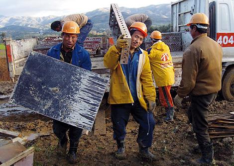 عمال صينيون في مسيرة من البليدة نحو العاصمة