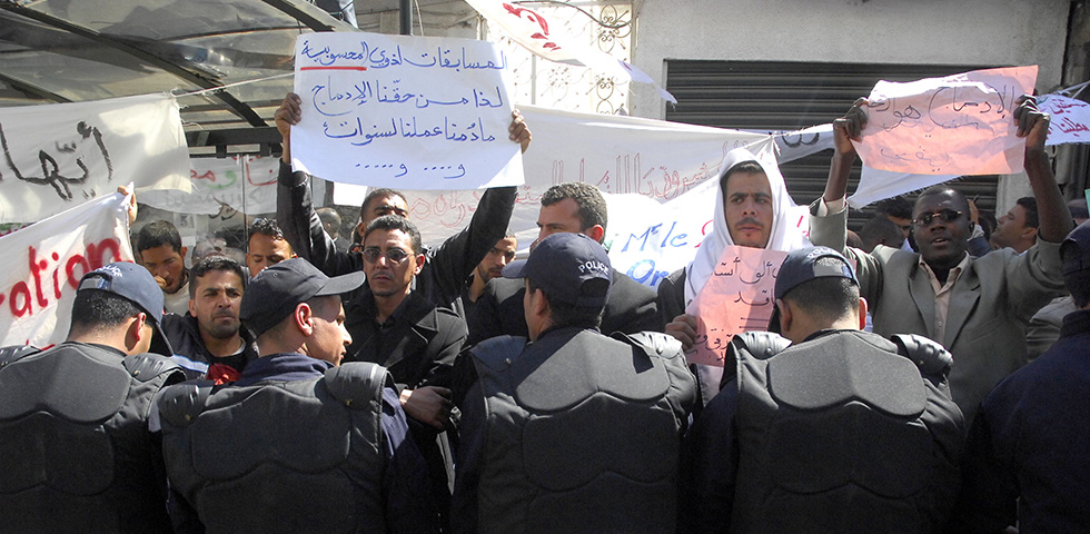 كيف انتقلت ليبيا من السلطوية إلى الفوضى؟