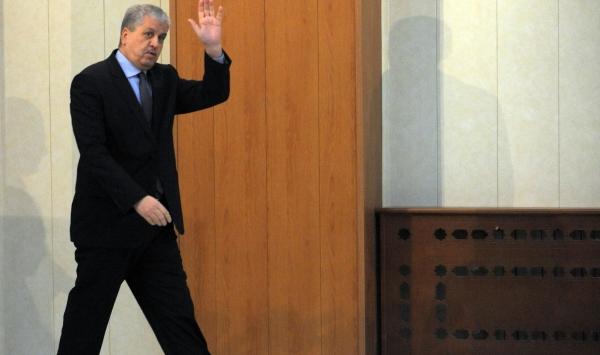 رويترز .. الجزائر تسير على حبل مشدود