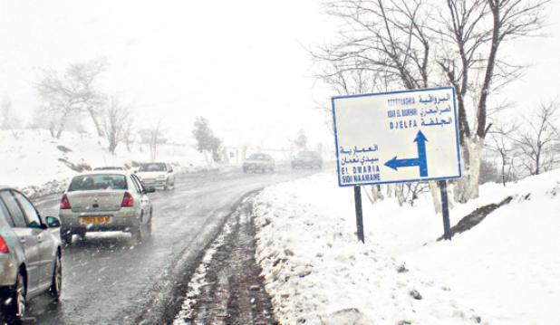 الثلوج تحاصر مناطق شرقية بالجزائر والانفلوانزا تثير مخاوف الساكنة