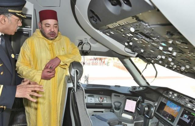 الملك محمد السادس يتسلم المفتاح الرمزي لـطائرة البوينغ