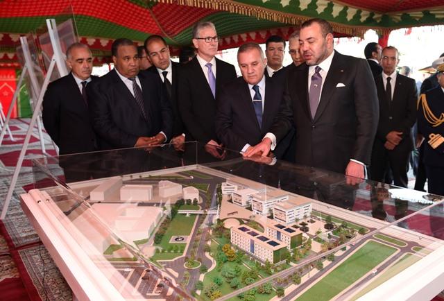 العاهل المغربي يضع الحجر الأساس لإنجاز جامعة محمد السادس لعلوم الصحة بالدار البيضاء
