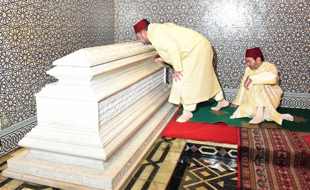 العاهل المغربي يترأس بالرباط حفلا دينيا إحياء لذكرى لوفاة الملك الحسن الثاني