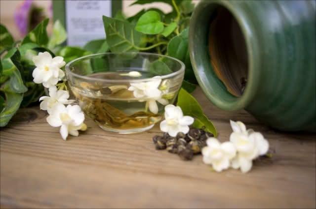 9 فوائد مذهلة لشاي الياسمين.. تعرفوا عليها