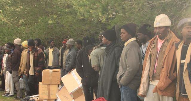 حملة للمساعدات الإنسانية للمهاجرين الأفارقة القاطنين بالغابة المحاذية لسبتة شمال المغرب