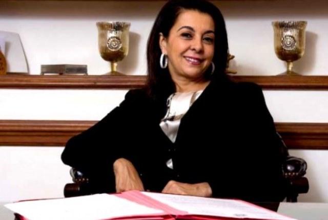 توشيح سفيرة المغرب في البرتغال بالوسام الذهبي