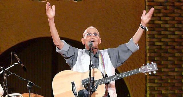 الأغنية الأمازيغية المغربية تفقد أحد أجمل أصواتها بعد رحيل عموري مبارك