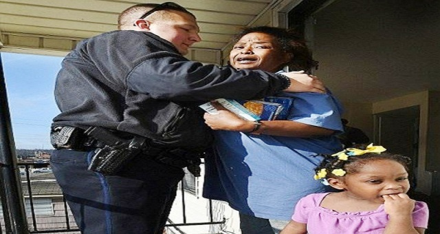 14230703592401560800000578-2871737-Officer_Willaim_Stacy_hugs_a_still_crying_Helen_Johnson_as_she_w-a-13_1418405988241
