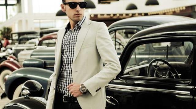 5 قواعد تساعد الرجل على ارتداء سترة رسمية مع الجينز