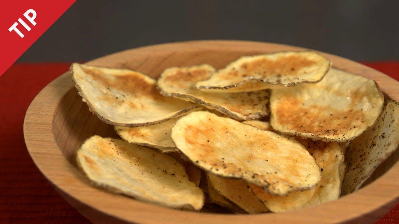 بالفيديو: طريقة سهلة لتحضير رقائق البطاطا في الفرن