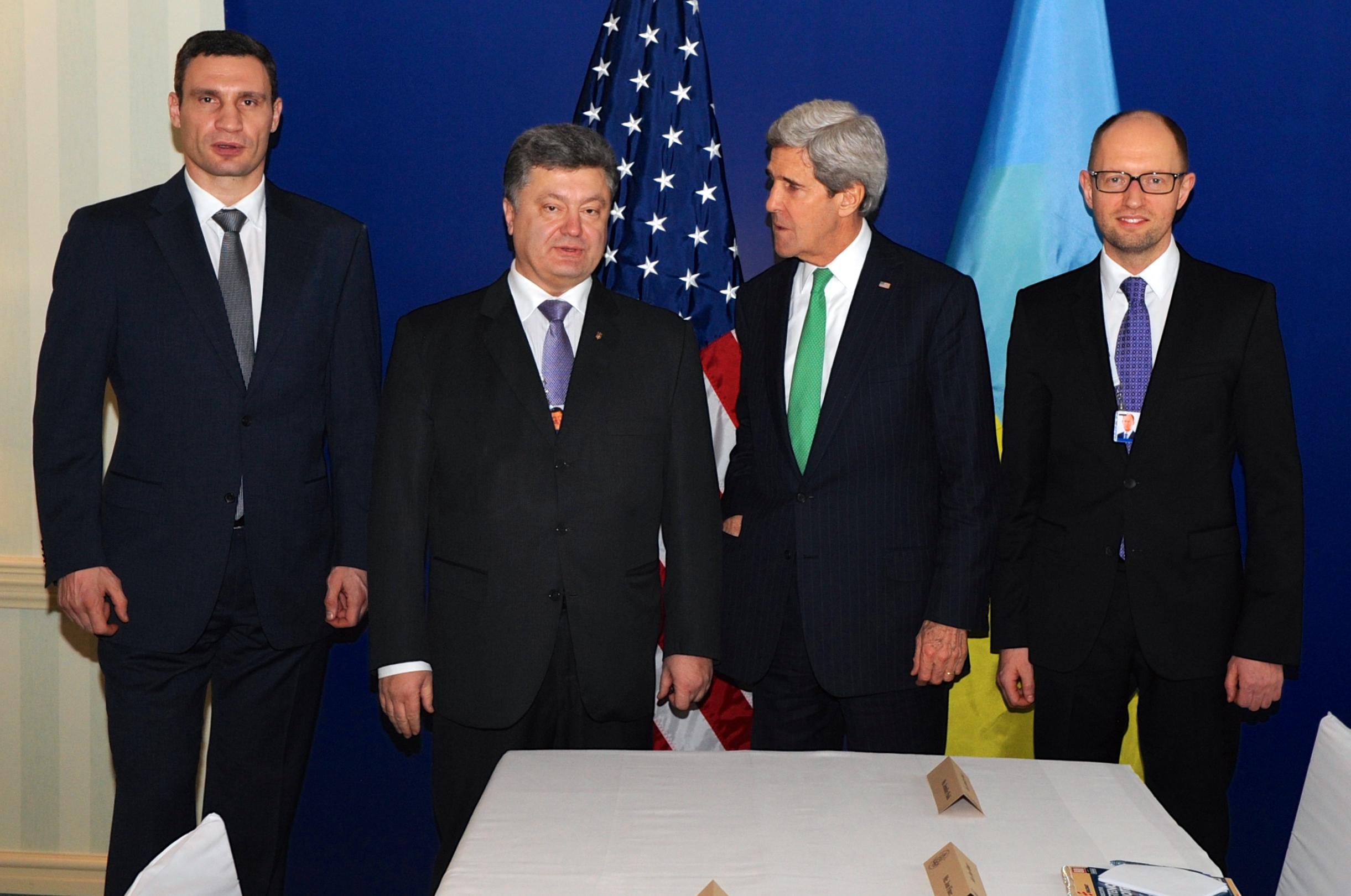 واشنطن تفكر في تزويد أوكرانيا بالأسلحة