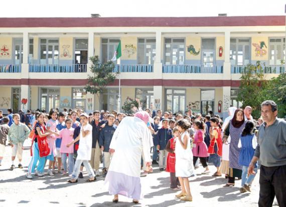 الجزائر... مليـون تلميذ في الشارع بسبب أزمة حوار بين الوزارة والنقابات