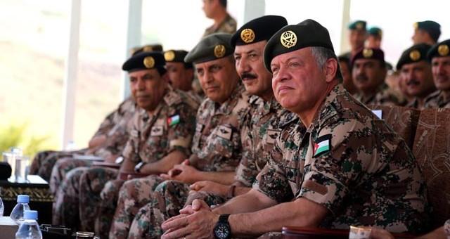 ملك الأردن يجتمع بقيادات الأمن لبحث مواجهة
