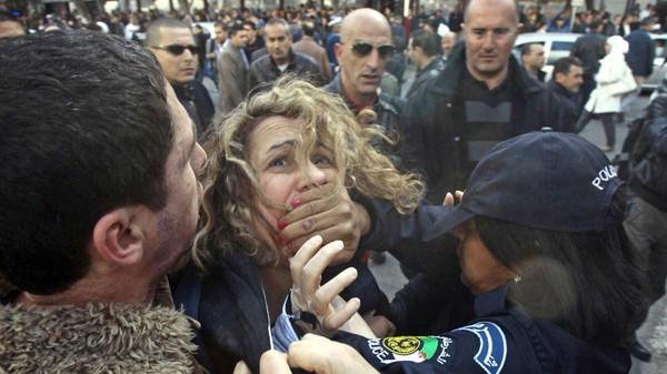 """الجزائر..اعتقال نشطاء في """"بركات"""" بسبب التضامن مع المحبوسين"""