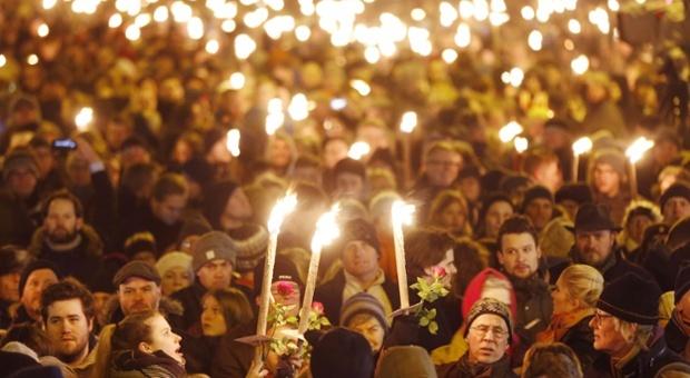 الآلاف ينعون ضحايا هجوم كوبنهاغن