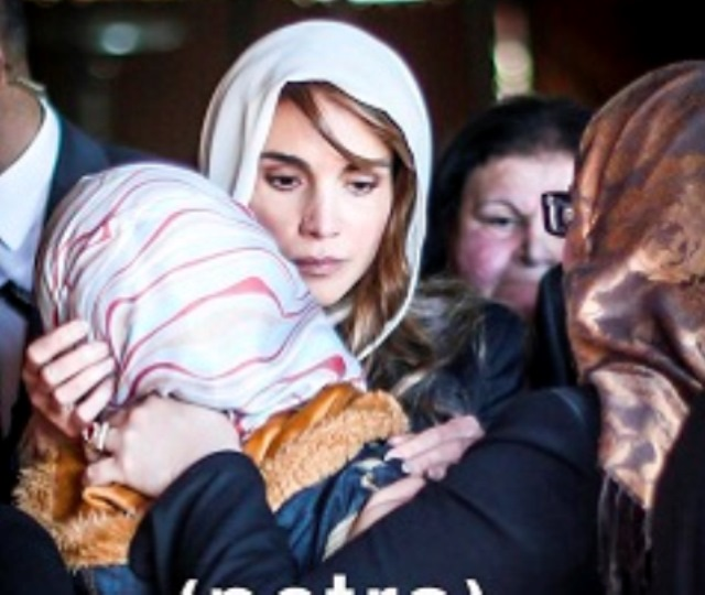 دموع الملكة رانيا تأسر البريطانيين: أين اليزابيت؟