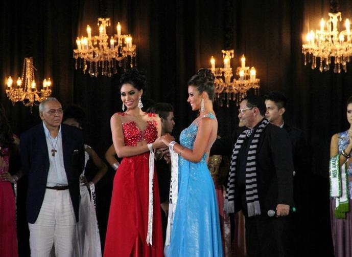 """بالفيديو: وصيفة ملكة جمال """"الأمازون""""..تنتزع تاجها"""