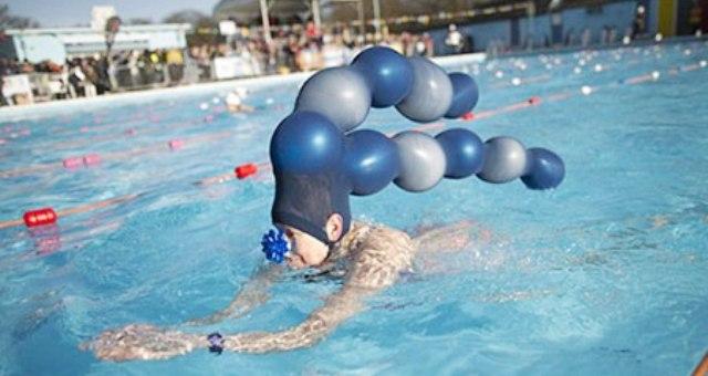 بالصور..أغرب قبعات للسباحة فى العالم