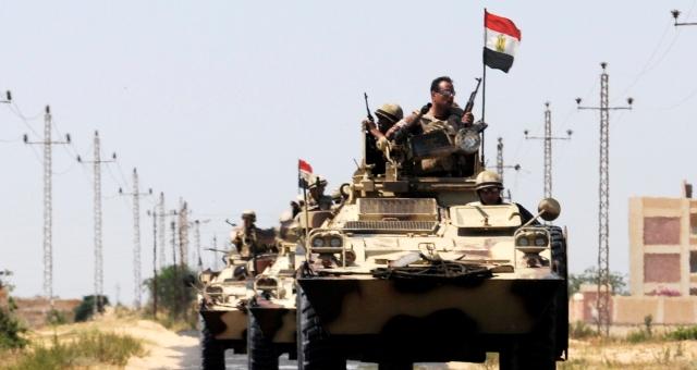 مصر تحذر الحوثيين من السيطرة على باب المندب