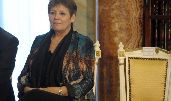 وزيرة التربية الوطنية بالجزائر تحد من إعصار إضراب 200 ألف عامل مهني