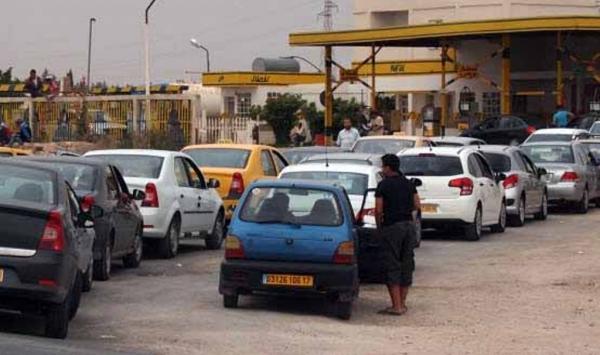 نقص حاد في الوقود يثير اضطرابات في عدد من ولايات الجزائر