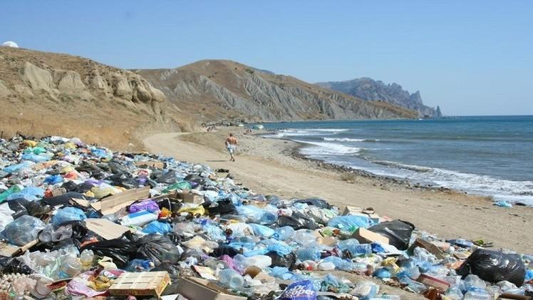 الجزائر من بين أكثر البلدان تلويثا للبحار بالنفايات البلاستيكية