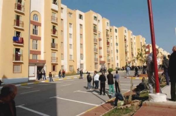 مقصون من السكن يغلقون الشارع المؤدي لمقر ولاية الأغواط