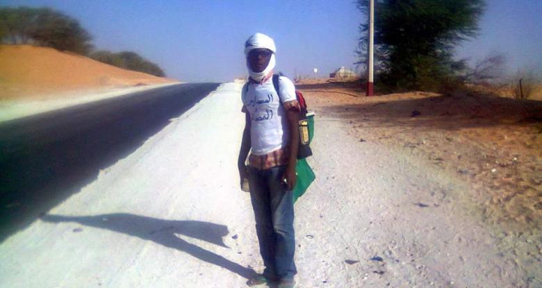 موريتاني يقطع مسافة طويلة دعما للوحدة الوطنية