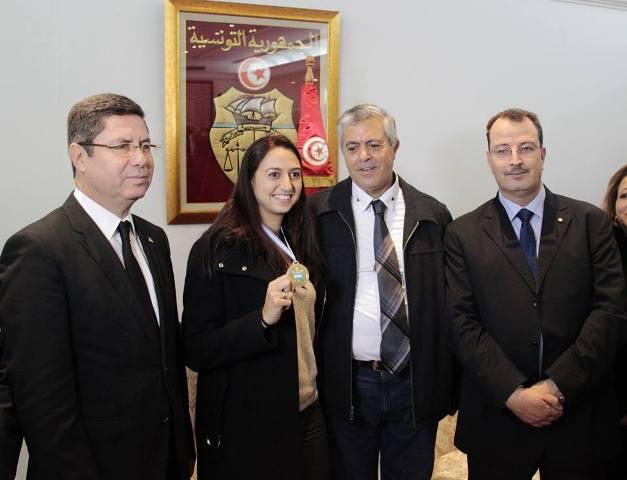 وزير الرياضة التونسي يستقبل البطلة العالمية سارة بسباس