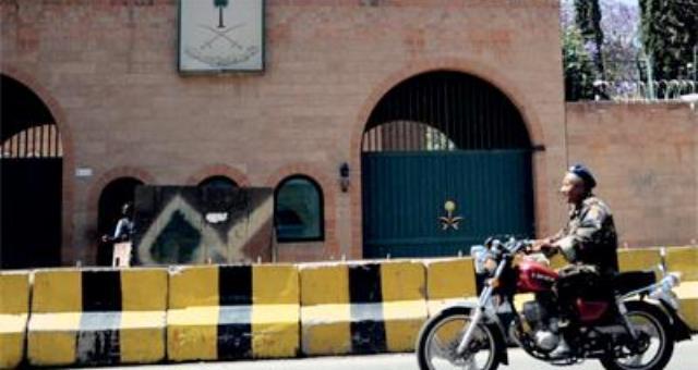 السعودية تغلق سفارتها في اليمن وتجلي جميع موظفيها