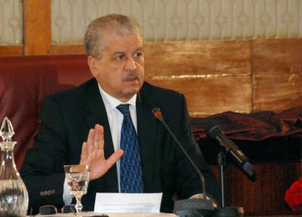 """الجزائر.. سلال في مهمة """"إفشال"""" احتجاج المعارضة يوم تأميم المحروقات"""