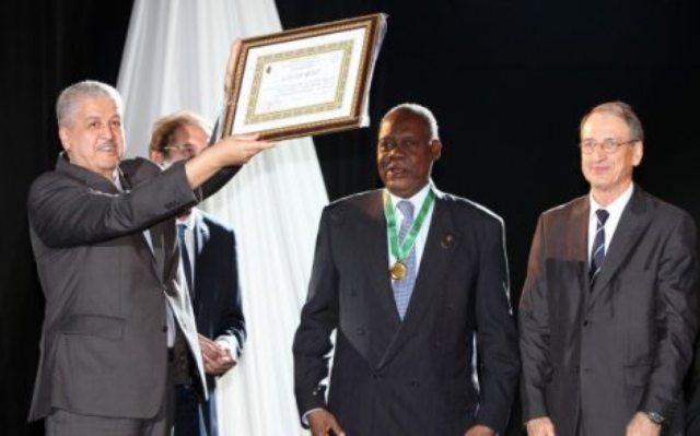 حياتو يعد الجزائر بتنظيم كأس افريقيا 2017