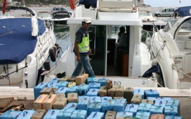 ترحيل تاجر مخدرات من اسبانيا إلى المغرب
